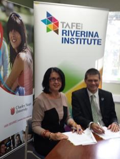 TAFE NSW RI Ms Kerry Penton with CSU Vice-Chancellor Professor Andrew Vann.