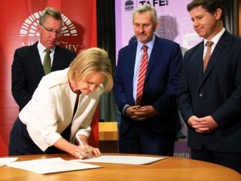 Fiona Nash from Charles Sturt signs the MOU with AlburyCity Mayor Kevin Mack, Jonathon Davis from TAFE NSW and Member for Albury Justin Clancy